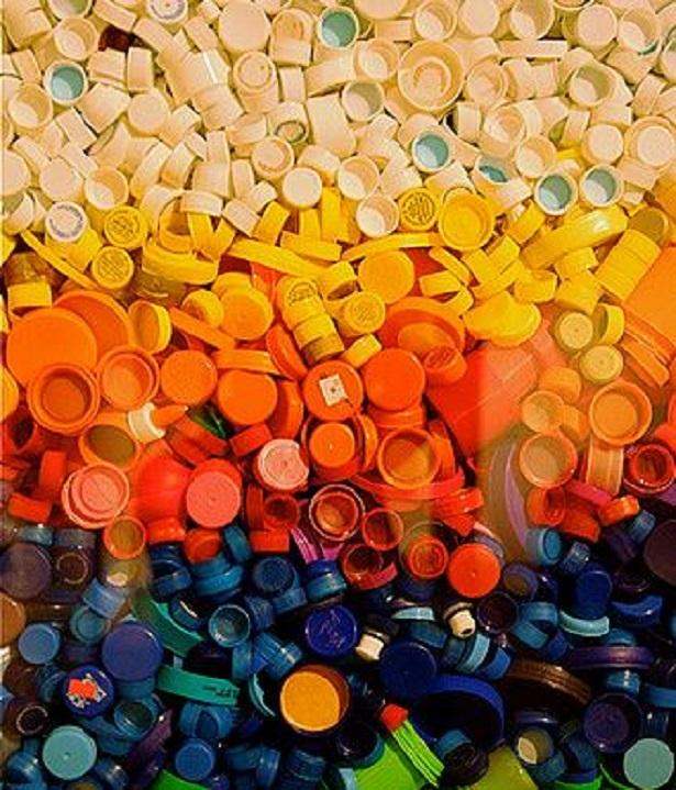 come riciclare i tappi di plastica