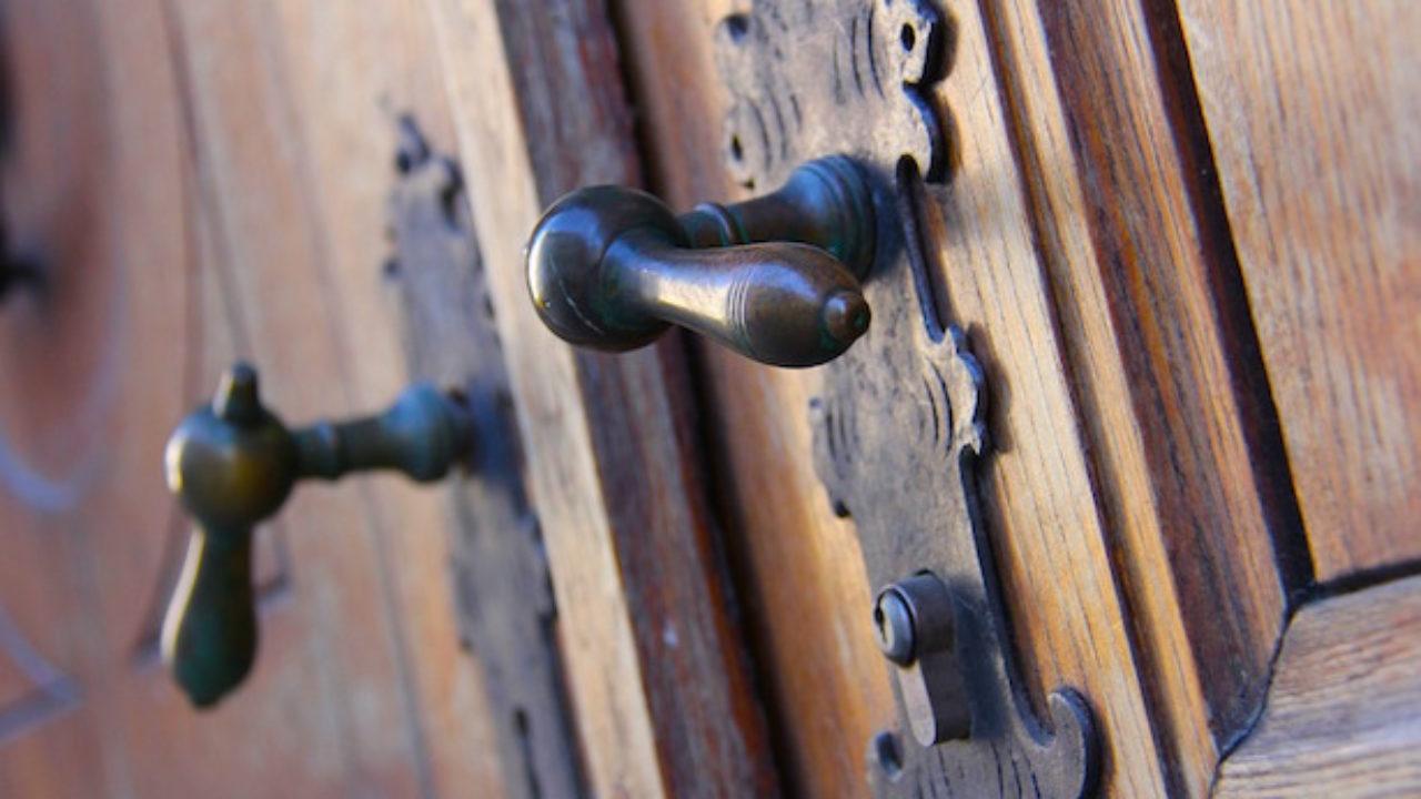 Come Sistemare Una Porta In Legno restaurare una porta, consigli utili - idee green