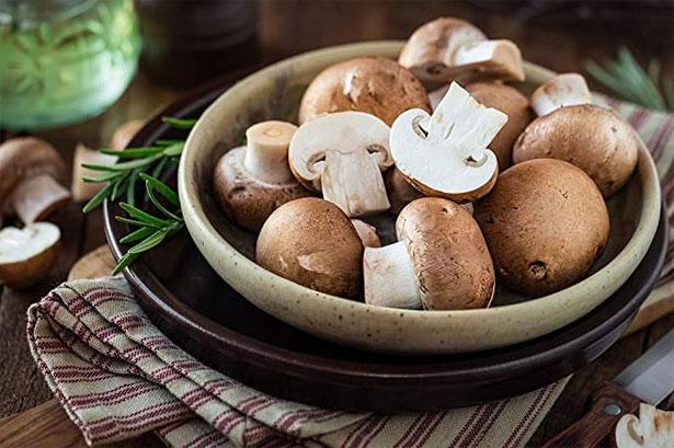 piatto di funghi champignon