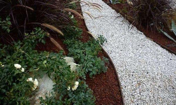 Come fare un vialetto di ghiaia idee green - Viali da giardino ...