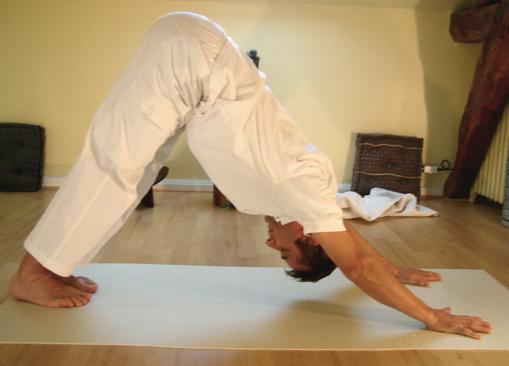 posizioni yoga in casa