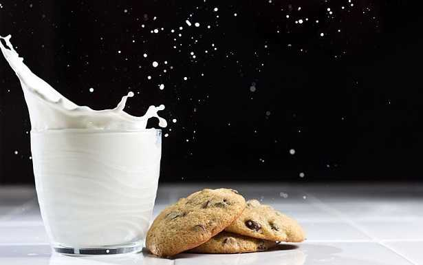 Latte caldo e miele: proprietà
