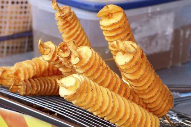 patata con buccia al forno o fritta