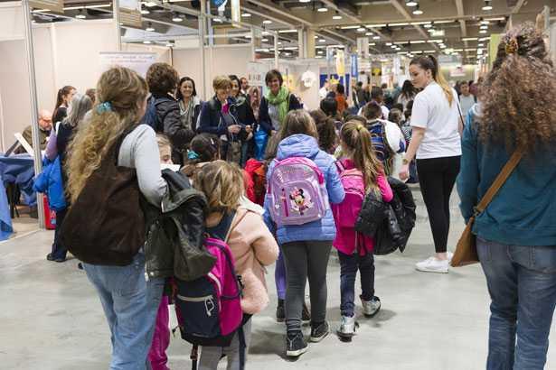 Bambini in visita all'edizione 2017 di Fa' la cosa giusta