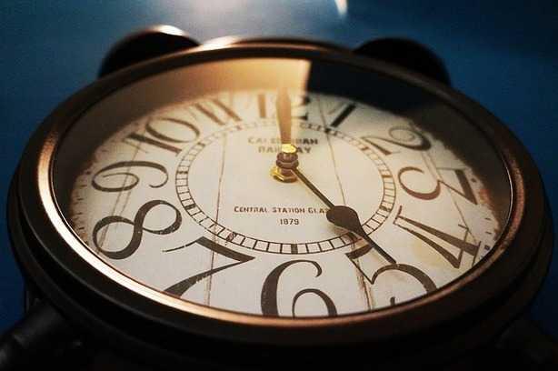 orologi in ritardo