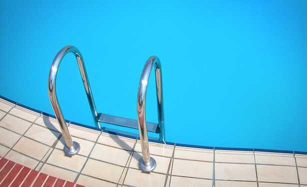 piscina in giardino permessi