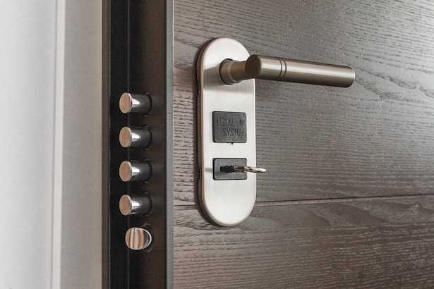 Come sbloccare una serratura