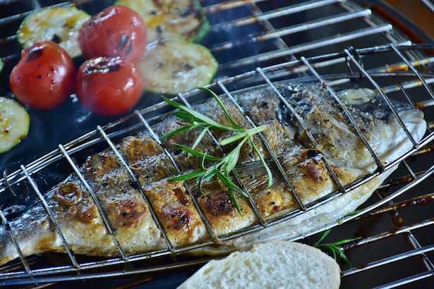 Come cucinare con il barbecue a carbone