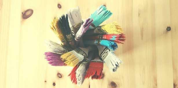 Macchie di colore stinto su capi colorati