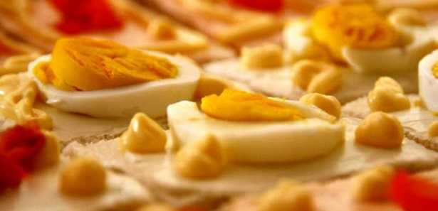 Uova scadute: cosa succede se si mangiano