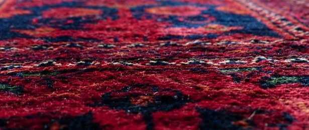 Come pulire un tappeto con bicarbonato e aceto