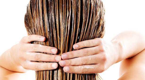 Curare i capelli con olio di mandorle dolci