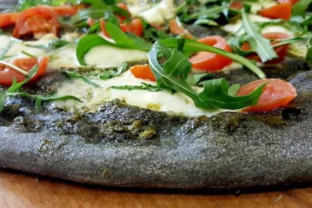 pizza al carbone vegetale