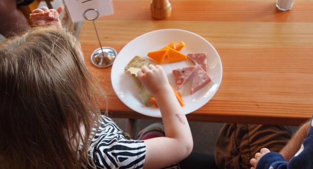Come convincere un bambino a mangiare