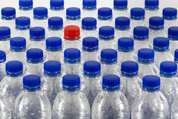 Microplastiche: ne ingeriamo 5 grammi a settimana