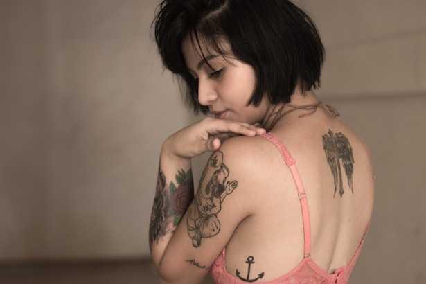 tatuaggio rosa rossa