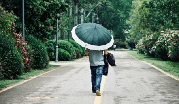 Camminare sotto la pioggia