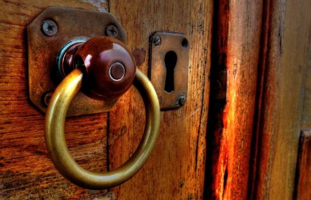 Come igienizzare le maniglie di porte e finestre