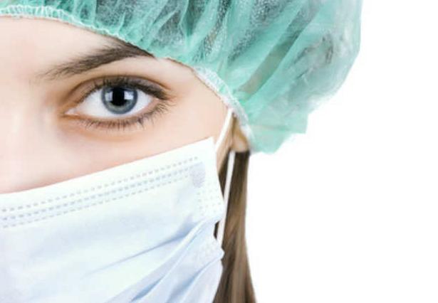 infermiera con mascherina
