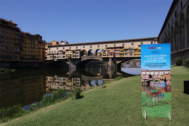 Ponte Vecchio e totem Coop