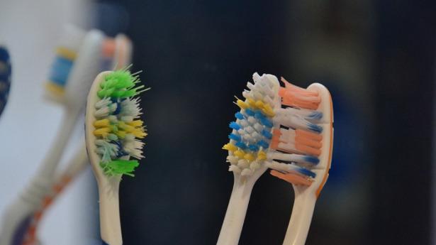 cambiare spazzolino da denti