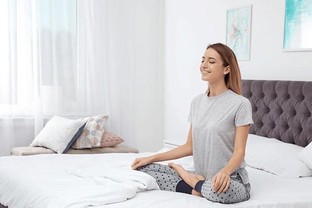 donna posizione yoga