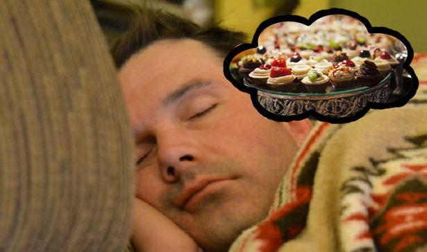 uomo che sogna cibo