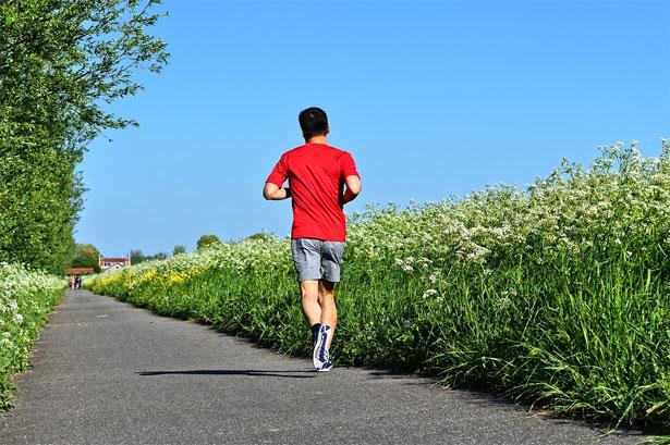runner che corre da solo