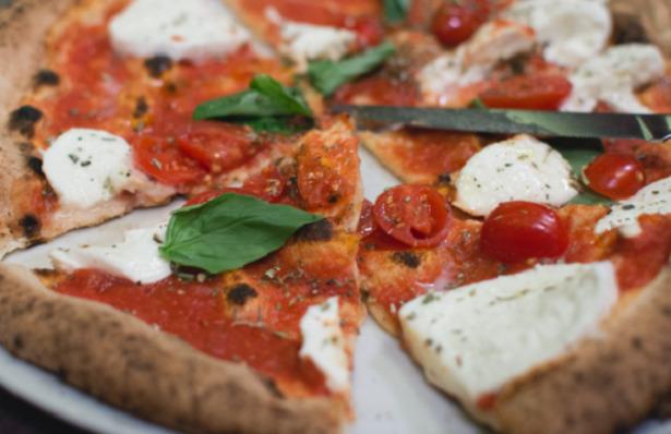 Pizza margherita fette