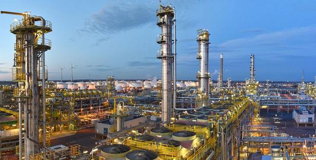 petrolio raffineria