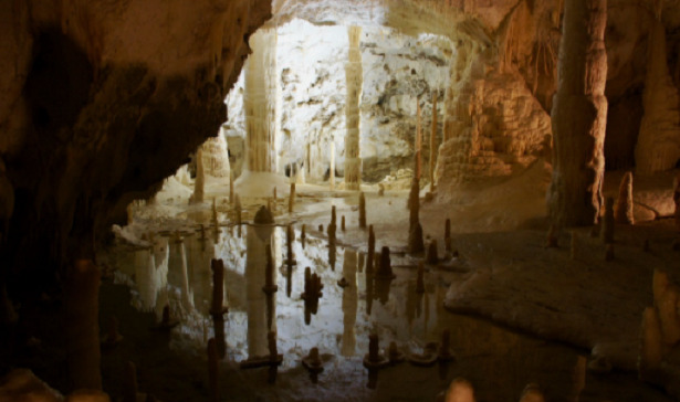 stalagmiti grotte