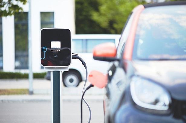 Auto ibride e auto elettriche: caratteristiche