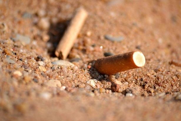 mozziconi di sigarette nell'ambiente